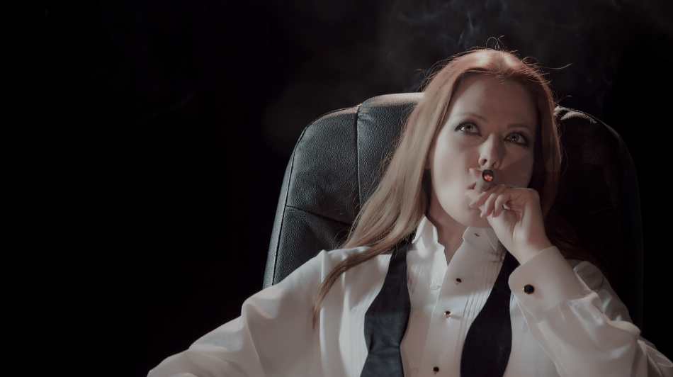 anna-easteden-smoking-cigar-3
